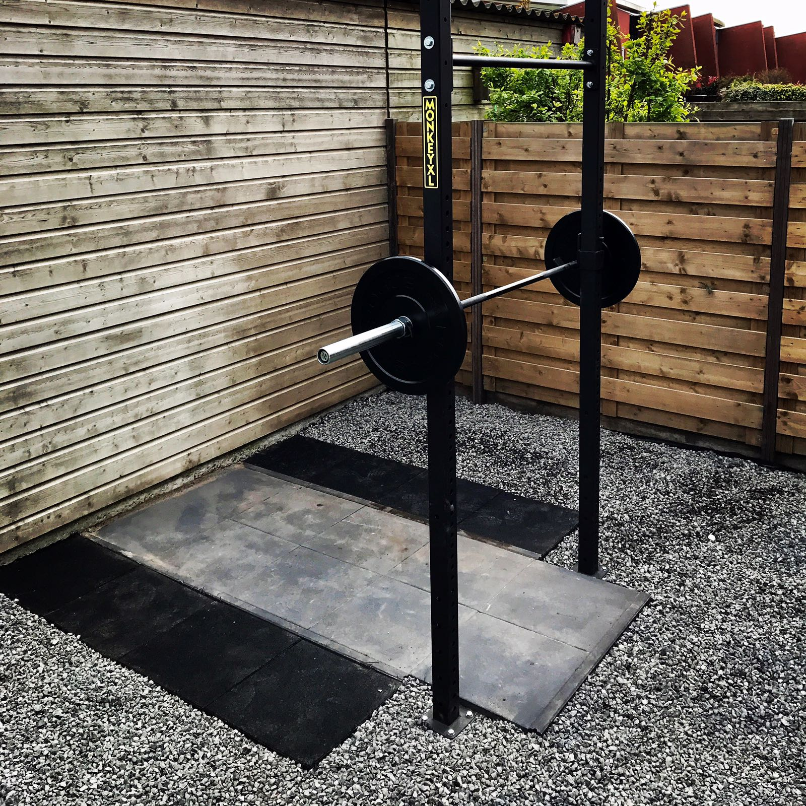 Massive-monkey-pull-up-rack-buiten